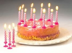 SC BIRTHDAY CANDLES WITH HOLDERS 24